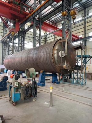 The welding of the outer and inner tanks